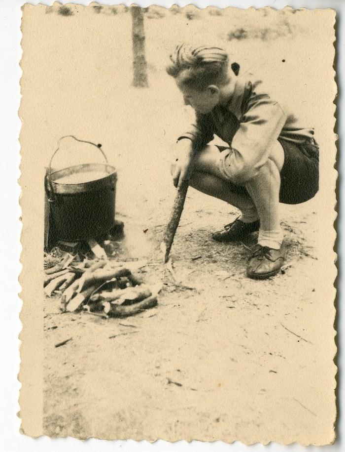 Chiro melle koken op houtvuur 1943 1947 erfgoedbank land van rode for Beeldkoken
