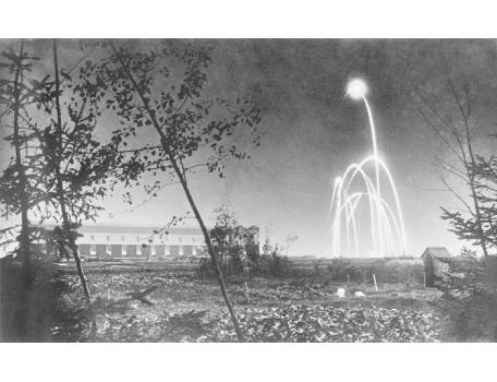Zeppelinhal van Gontrode bij nacht, 1915