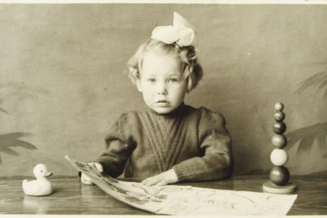 Gemeenteraadslid Rita Moeraert in de eerste kleuterklas, Gentbrugge, 1951