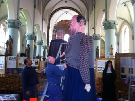 Reuzen Ruut en Mapoe worden aangekleed, Merelbeke, 2013