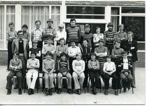 Klasfoto van het 1ste middelbaar in het Paus Johannescollege, Merelbeke, 1977-1978