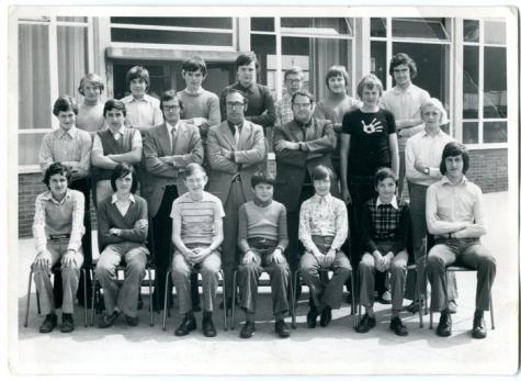 Klasfoto van een klas in de tweede graad van het secundair onderwijs in het Paus Johannescollege, Merelbeke, 1970-1980