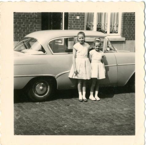 Annieta en Marita Van Herpe, Balegem, 1957