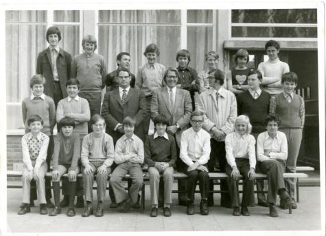 Klasfoto van een klas in de eerste graad van het secundair onderwijs in het Paus Johannescollege, Merelbeke, 1970-1980