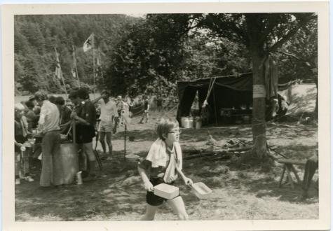 Bert Bombeke met gamellen, Olloy-sur-Viroin, 1972.