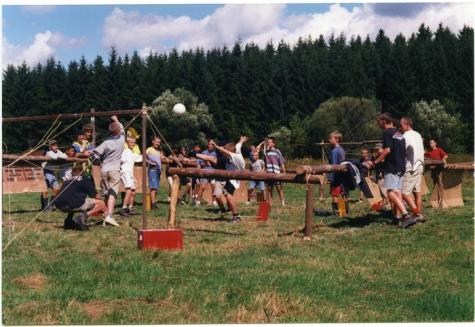 Levensgroot tafelvoetbal, Opont, 1999.