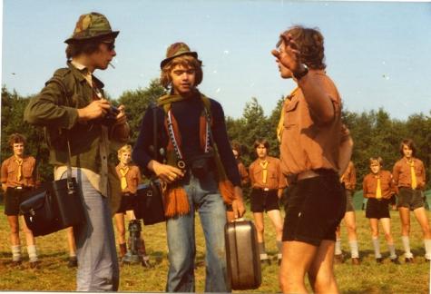 Tipspel tijdens opening chirokamp, Molenbeersel, 1975