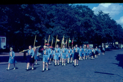 Chiromeisjes op gemeenteplein Melle, 1965
