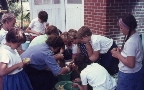 Chiro Melle Geertrui. Aardappelkarwei. Kamp in Geel, 1967.