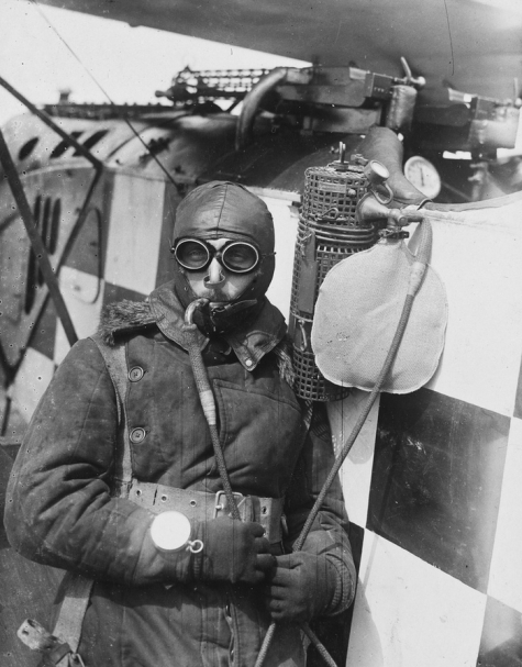 Piloot met zuurstofmasker, 1915