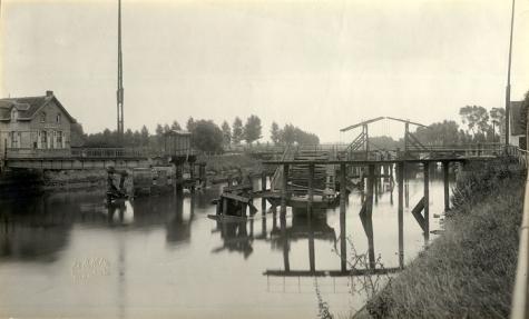 Een noodbrug over de Schelde tijdens de Eerste Wereldoorlog, 1914-1918
