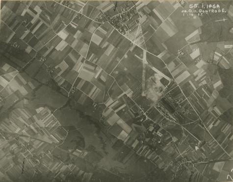 Zicht vanuit de lucht op het vliegveld van Gontrode, 1917