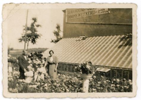 Woning met serre van boomkwekerij Rahoens, Oosterzele, 1950-1960