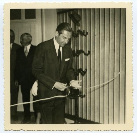 Doorknippen lint, zaal Drie Koningen, Merelbeke, 1959