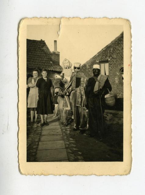 Sinterklaas op bezoek in de marollen van Houtem, Den Dries, Sint-Lievens-Houtem, 11 november, jaren '60
