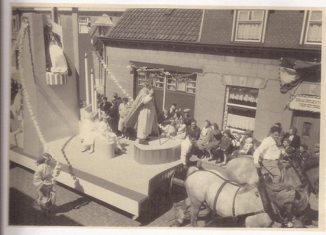 Stoet met standbeeld van de Heilige Livinus, Livinusfeesten, Sint-Lievens-Houtem, 1957