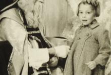 Gemeenteraadslid Rita Moeraert bij de Sint, Gent, 1952
