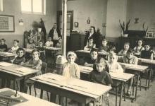 Schepen Christine De Pus op 10-jarige leeftijd met haar klasgenootjes van de gemeenteschool in Oudegem, 1969