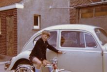 Martin Moerman op zijn nieuwe fiets, Merelbeke, 1971