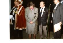 Doop van reus Mondje Wollaert in aanwezigheid van prins carnaval en meter en peter van de reus aan de vooravond van carnaval, Merelbeke, 1989