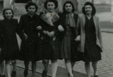 Groepsfoto van enkele vriendinnen aan de Vierwegen, Merelbeke, 1940-1945
