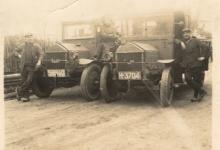 René Heyndrickx aan enkele wagens, Gontrode, jaren 1930