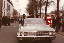 Een Ford in de Bacchusstoet, Sint-Lievens-Houtem, jaren 1960