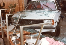 Auto crasht in vitrine van de bakkerij, Merelbeke, 1982