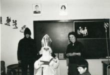 Sint-Maarten op bezoek in de klas, Sint-Lievens-Houtem, jaren 1960