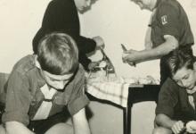 Chiro Melle, aardappelen schillen, Melle, 1965