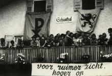 Groepsfoto op buitenlandse reis, Tirol, 1973