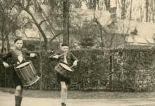 Trommelaars in driekoningenstoet chiro Melle, jaren 1950