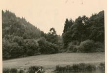 Chiro Melle draagt drinkbussen over het water, 1960-1965
