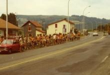 Chiro Melle rijdt in colonne Lourdes binnen, 1975