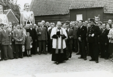 Eerste betonweg Kattestraat, inhuldiging, Landskouter, 1956