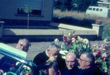 Cabriolet met nieuwe pastoor, Melle, 1965