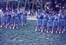Chiro Melle Geertrui. Aantreden van de vendels. Kamp in Goefferdinge, 1965.