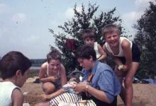 Chiro Melle Geertrui. Picknick op de Kalmthoutse Heide. Kamp in Kalmthout, 1968.
