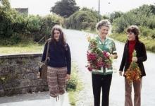 Chiro Melle Geertrui. Kookmoeder Mevrouw De Vis in de bloemetjes.  Ierland, 1972.