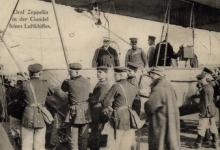 Graaf zeppelin in de Gondel van zijn luchtschip, 1913