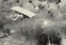 Gelukte Engelse luchtaanval op Duitse marinebasis Cuxhafen verdedigd door zeppelins, 1915