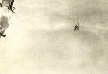 Mislukte Engelse luchtaanval op Duitse marinebasis Cuxhafen verdedigd door zeppelins.