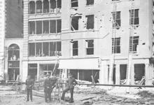 Schade aan appartementen door zeppelinbombardementen,1915