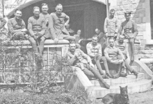 De officieren-vliegeniers van de 13 Staffel op het kasteel Drory, Merelbeke, 1917