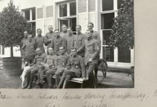 De officieren-vliegeniers van Staffel 13 op het terras van het kasteel Pycke, Melle