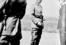 Officieren-vliegeniers van KAGOHL 3 op het vliegveld van Gontrode met generaal von Hoeppner, 1917
