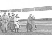Hoog bezoek! Generaal von Hoeppner inspecteert het vliegveld, Gontrode, 1917