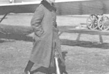 Generaal Ernst von Hoeppner inspecteert het vliegveld van Gontrode, 1917