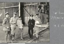 Duitse legertop voor de hal van het vliegveld van Gontrode, 1917
