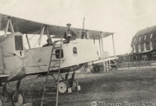 Gotha voor de hal, Gontrode, 1917